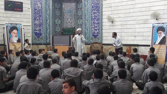 برگزاری جشن تکلیف دانش آموزان مدرسه شهید ناظم البکاء در شبستان مسجد منیریه، حوزه علمیه حضرت ابوطالب علیه السلام